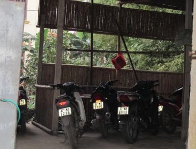 """Học sinh thành Vinh """"hồn nhiên"""" đi xe máy tới trường  - 5"""