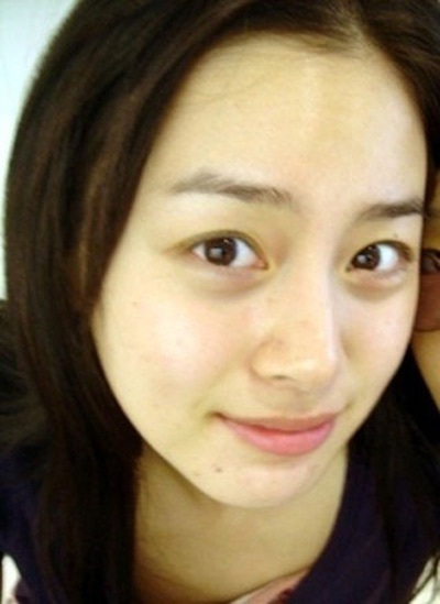 """Kim Tae Hee tự tin khoe mặt """"mộc"""" và nếp nhăn - 1"""