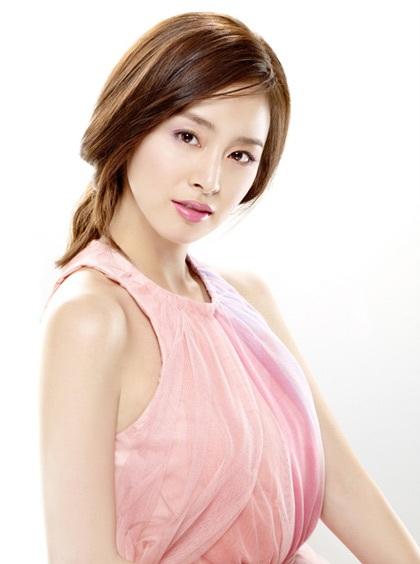 """Kim Tae Hee tự tin khoe mặt """"mộc"""" và nếp nhăn - 2"""