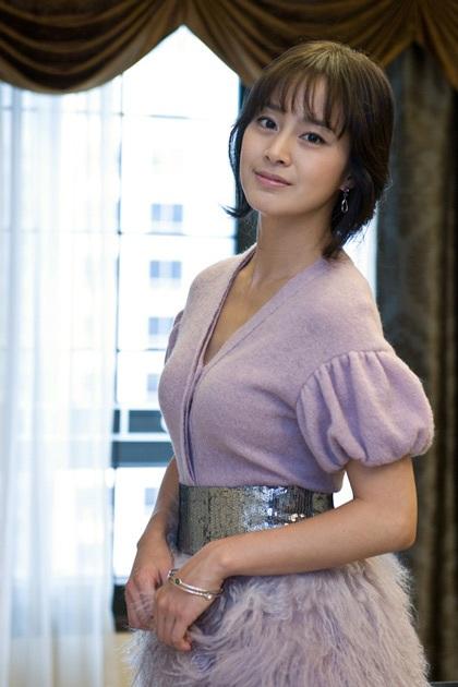 """Kim Tae Hee tự tin khoe mặt """"mộc"""" và nếp nhăn - 5"""