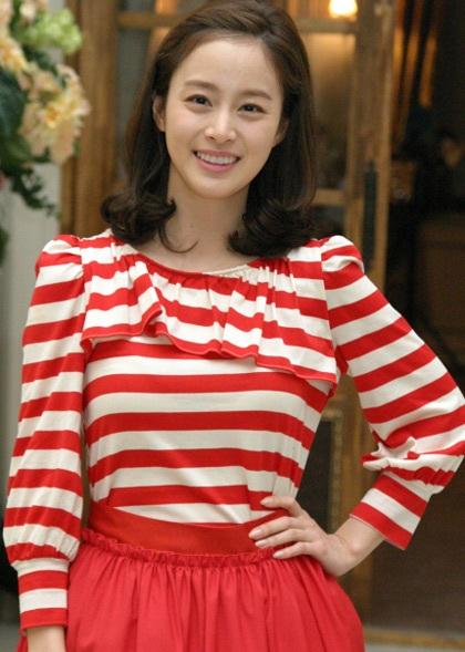 """Kim Tae Hee tự tin khoe mặt """"mộc"""" và nếp nhăn - 7"""