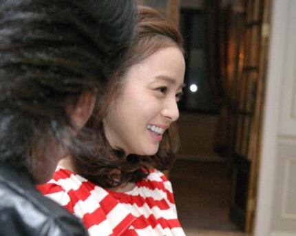 """Kim Tae Hee tự tin khoe mặt """"mộc"""" và nếp nhăn - 9"""