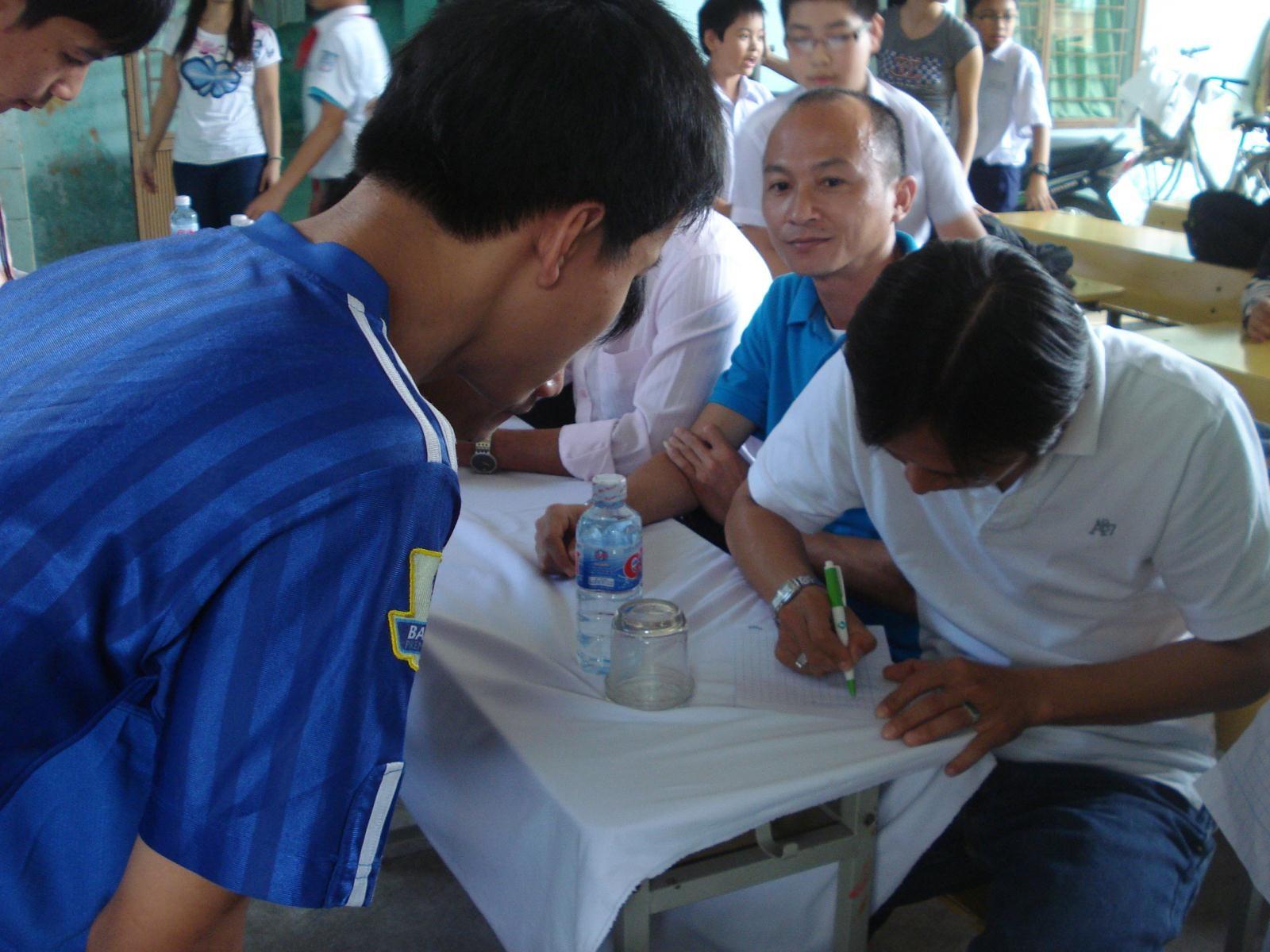 Trẻ em nhiễm chất độc da cam mê Lê Huỳnh Đức - 2