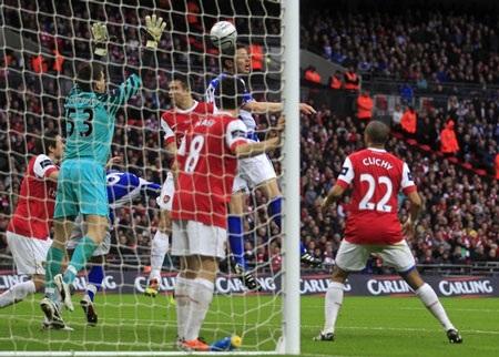 """Thua phút cuối, Arsenal nối dài """"cơn khát"""" danh hiệu - 2"""