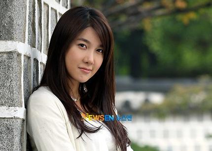 Lee Ji Ah thực sự lấy chồng khi 16 tuổi - 3