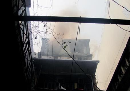 Hỏa hoạn phía sau ngôi nhà cổ phố Hàng Bông - 1