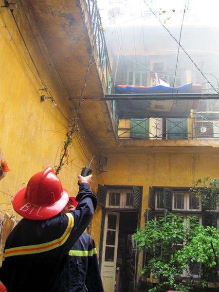 Hỏa hoạn phía sau ngôi nhà cổ phố Hàng Bông - 2