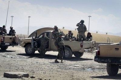 Phi công không quân Afghanistan giết 8 lính NATO - 1
