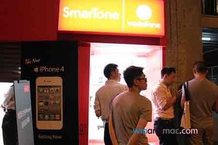 """Dân Hong Kong """"chen lấn"""" mua iPhone 4 trắng - 2"""