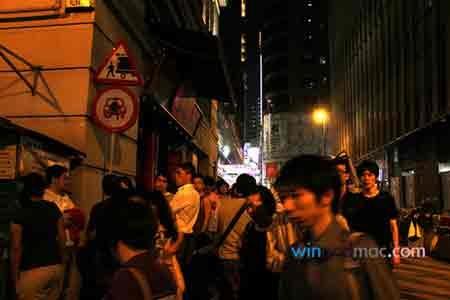 """Dân Hong Kong """"chen lấn"""" mua iPhone 4 trắng - 3"""