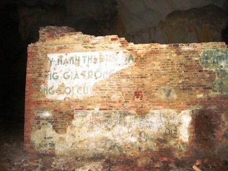 Thăm lại lò cao kháng chiến trong hang đá - 4
