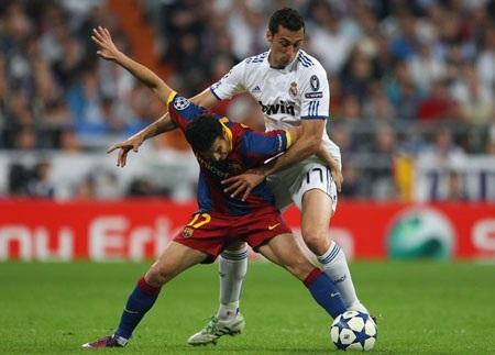 Những trò hề ở đại chiến Real-Barca tại Bernabeu - 2