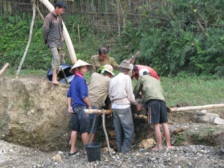 Nghệ An: Lại sập hầm vàng, 5 người chết - 1
