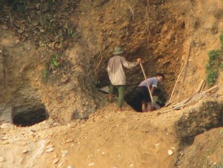 Nghệ An: Lại sập hầm vàng, 5 người chết - 7