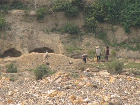 Nghệ An: Lại sập hầm vàng, 5 người chết - 9