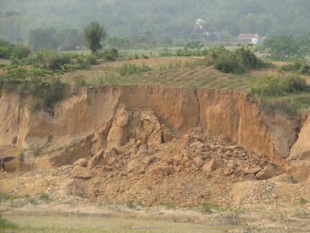 Nghệ An: Lại sập hầm vàng, 5 người chết - 16