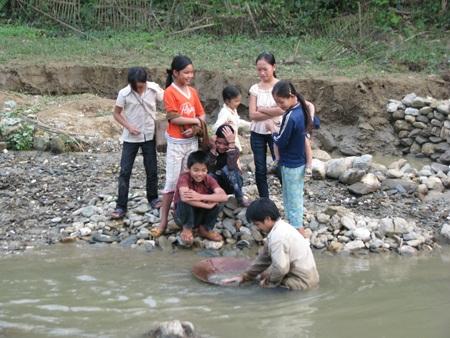 Nghệ An: Lại sập hầm vàng, 5 người chết - 2