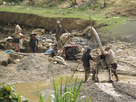 Nghệ An: Lại sập hầm vàng, 5 người chết - 3