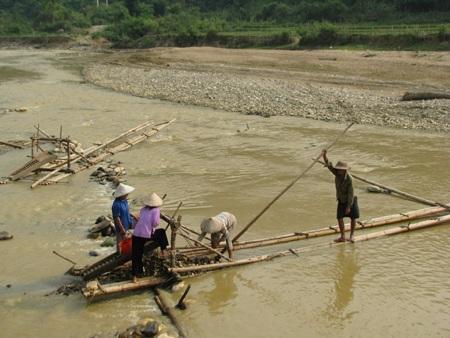 Nghệ An: Lại sập hầm vàng, 5 người chết - 4