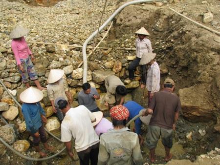 Nghệ An: Lại sập hầm vàng, 5 người chết - 5