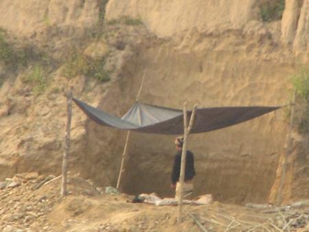 Nghệ An: Lại sập hầm vàng, 5 người chết - 13