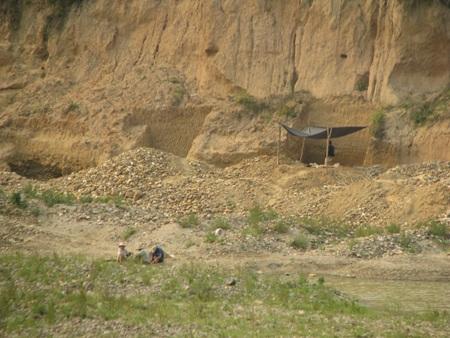 Nghệ An: Lại sập hầm vàng, 5 người chết - 15