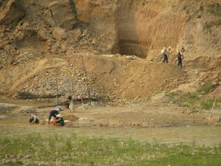 Nghệ An: Lại sập hầm vàng, 5 người chết - 12