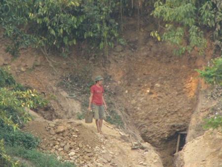 Nghệ An: Lại sập hầm vàng, 5 người chết - 10