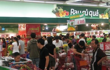 Siêu thị đông nghẹt, chợ truyền thống vắng khách - 1