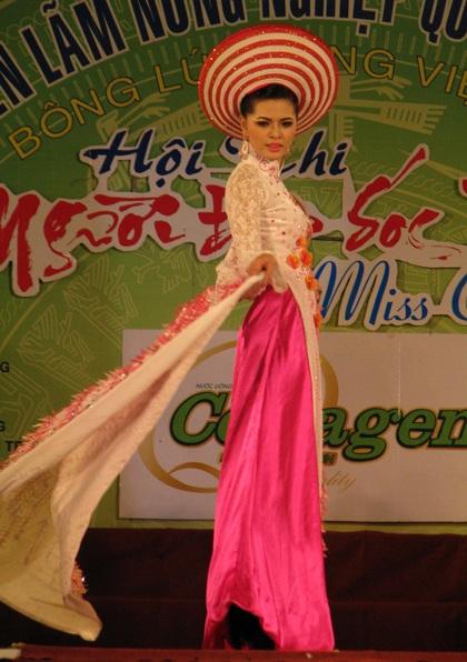 """Nguyễn Minh Như Anh đăng quang """"Người đẹp Sóc Trăng 2011"""" - 9"""