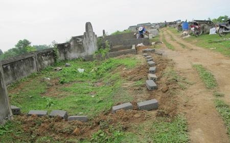 Cả làng đi tranh... đất nghĩa địa  - 2