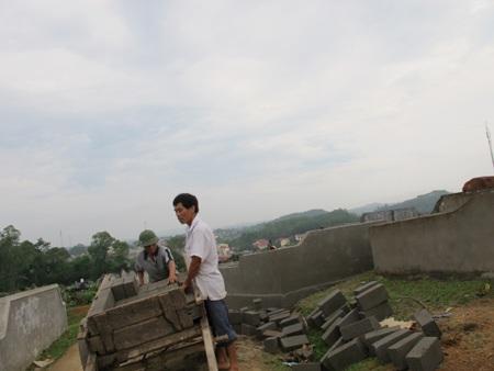 Cả làng đi tranh... đất nghĩa địa  - 9