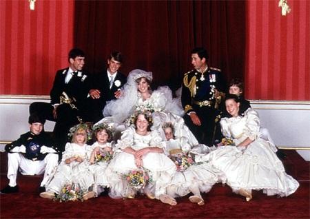 Những hình ảnh giống nhau tại lễ cưới hoàng tử William và bố mẹ - 11
