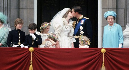 Những hình ảnh giống nhau tại lễ cưới hoàng tử William và bố mẹ - 6