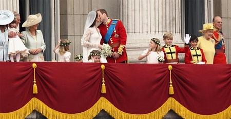 Những hình ảnh giống nhau tại lễ cưới hoàng tử William và bố mẹ - 7