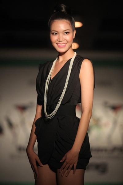"""Hoa hậu Thùy Dung """"đọ dáng"""" Lâm Thu Hằng - 2"""