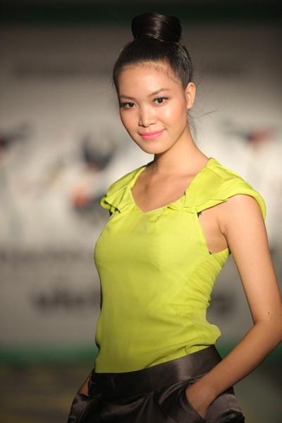 """Hoa hậu Thùy Dung """"đọ dáng"""" Lâm Thu Hằng - 1"""