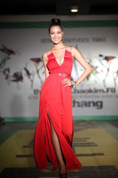 """Hoa hậu Thùy Dung """"đọ dáng"""" Lâm Thu Hằng - 6"""