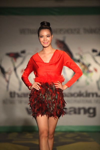 """Hoa hậu Thùy Dung """"đọ dáng"""" Lâm Thu Hằng - 5"""
