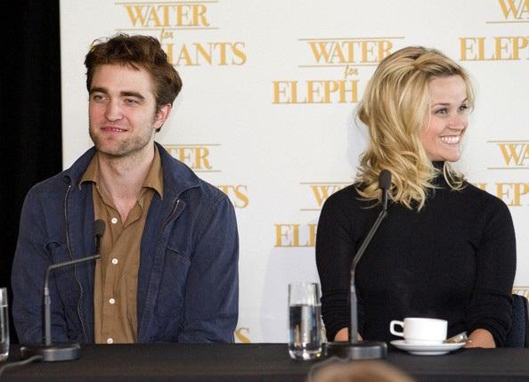 "Robert Pattinson - Reese Witherspoon: ""Đọ dáng"" với voi - 11"