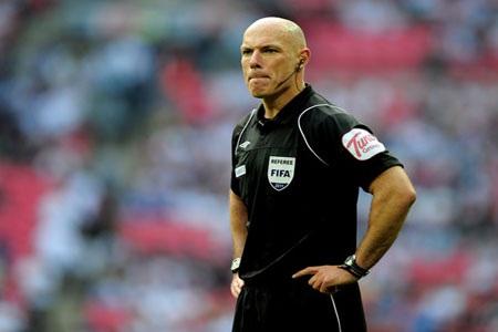 Đối mặt với Chelsea, Sir Alex ngại nhất… trọng tài - 1