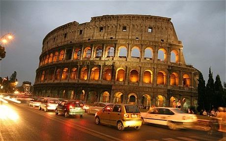 """Người Italia tháo chạy khỏi Rome trong nỗi lo """"siêu động đất"""" - 1"""