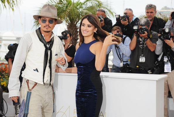 Penelope Cruz sánh đôi Johnny Depp tại LHP Cannes - 6