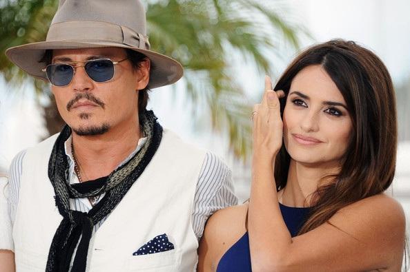 Penelope Cruz sánh đôi Johnny Depp tại LHP Cannes - 3