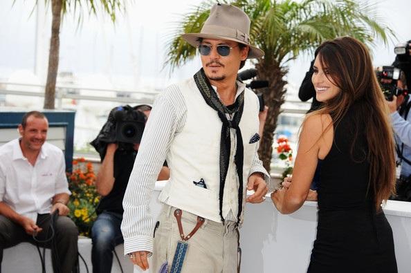Penelope Cruz sánh đôi Johnny Depp tại LHP Cannes - 8