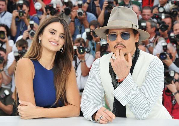 Penelope Cruz sánh đôi Johnny Depp tại LHP Cannes - 9
