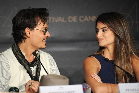 Penelope Cruz sánh đôi Johnny Depp tại LHP Cannes - 27