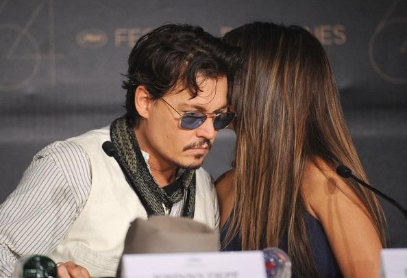 Penelope Cruz sánh đôi Johnny Depp tại LHP Cannes - 29