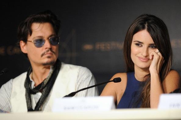 Penelope Cruz sánh đôi Johnny Depp tại LHP Cannes - 31