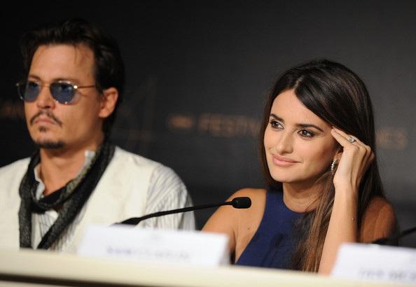Penelope Cruz sánh đôi Johnny Depp tại LHP Cannes - 30